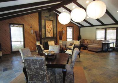 位于佛罗里达州坦帕市的石头河黑德甲联赛竞猜平台新设计的俱乐部住宅,拥有充足的座位